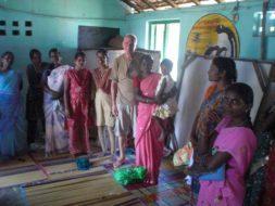 Un gruppo di donne socialmente discriminate del Tamil Nadul al laboratorio sartoriale